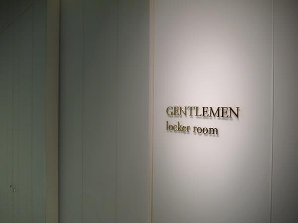 男性用ロッカールームの入り口