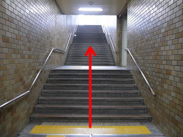 5番出口の2つ目の階段
