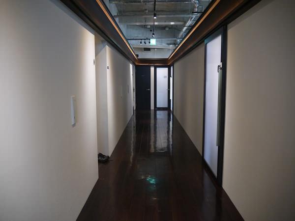 新宿店3Fの廊下