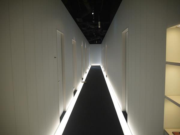 ライザップ池袋店の廊下(トレーニングルーム側)