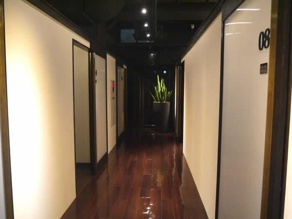 六本木店の廊下2