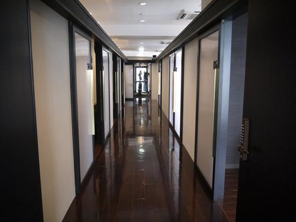 新宿店4Fの廊下