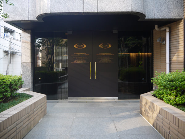 ライザップ横浜西口店入り口