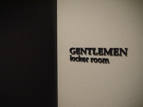男性用ロッカールーム入り口