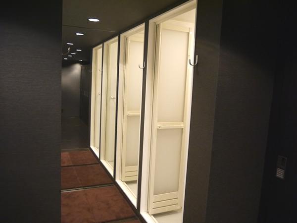 シャワールーム(右側)