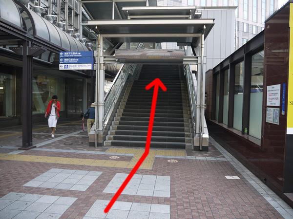 高島屋を過ぎたところの階段