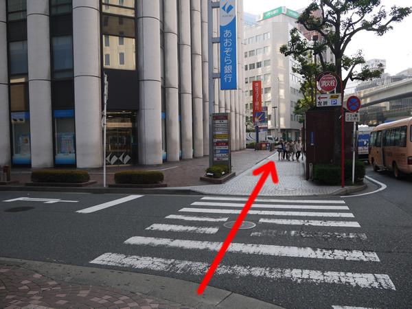 あおぞら銀行前の横断歩道