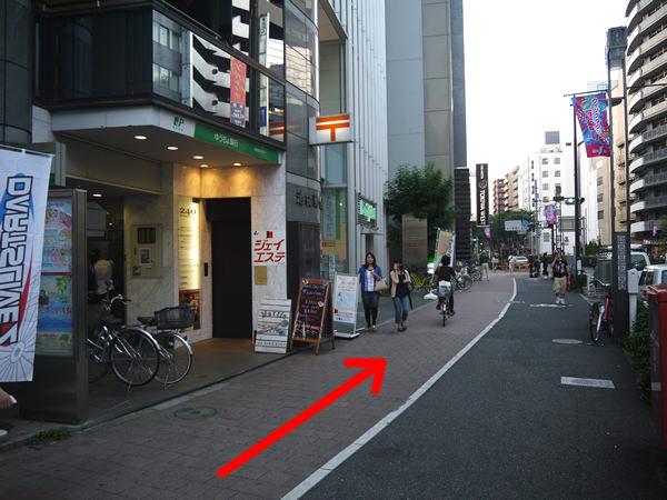 ゆうちょ銀行(池袋郵便局)の前