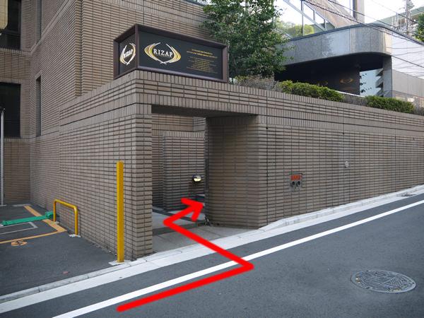 「ライザップ横浜西口店」の入り口
