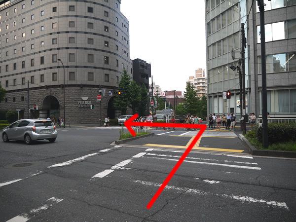 新宿六丁目の横断歩道1