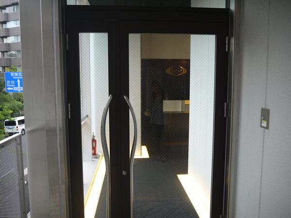 「ライザップ新宿三丁目店」の入り口