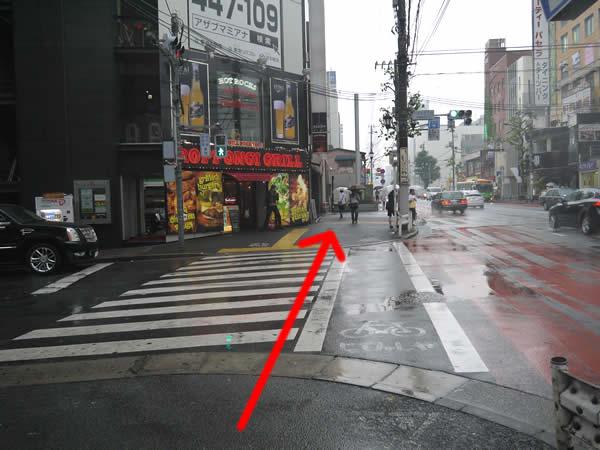 「六本木五丁目」の横断歩道
