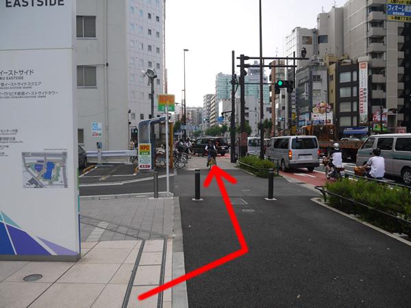 大通り沿いの道