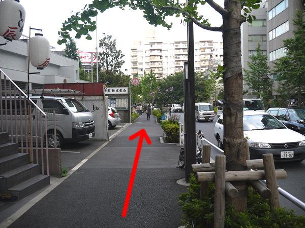 左折した道