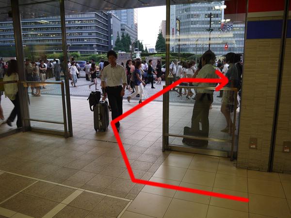 小田急の出入り口自動ドア