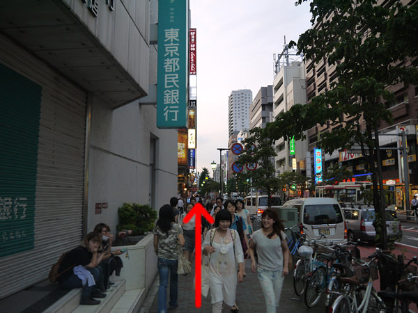 「東京都民銀行」横の道
