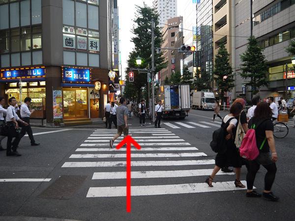 信号のある交差点の横断歩道