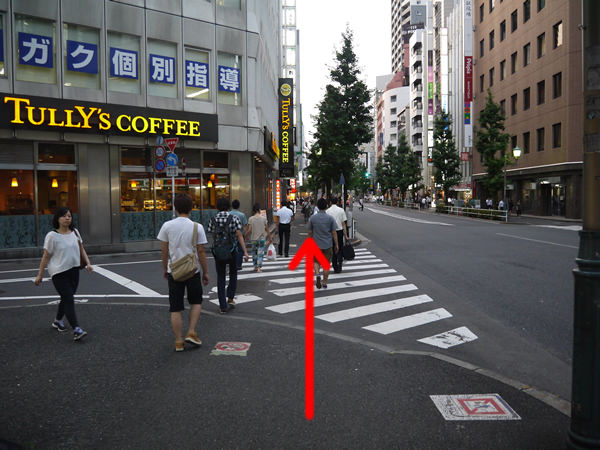 「タリーズコーヒー」前の横断歩道