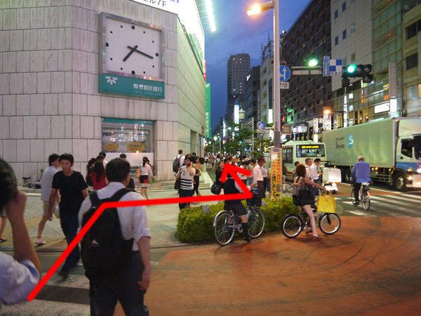 東京都民銀行前の道