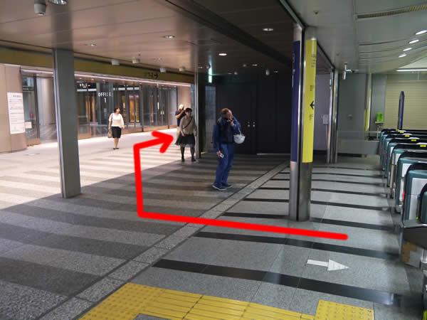 六本木一丁目駅の改札付近