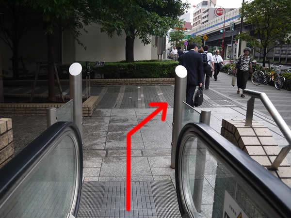 右に見える歩道
