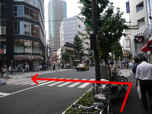 セブンイレブンの見える交差点を左折