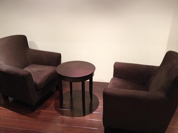 ソファと小さいテーブル