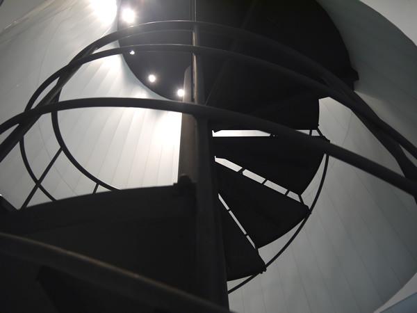 螺旋階段を下から見たところ