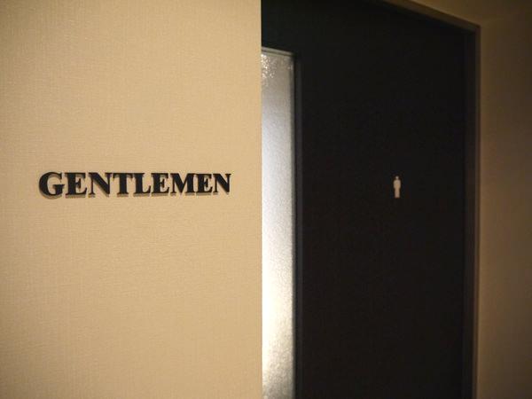 男性用トイレ入り口