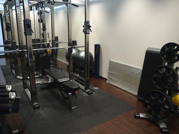 新宿店のトレーニングルーム全体