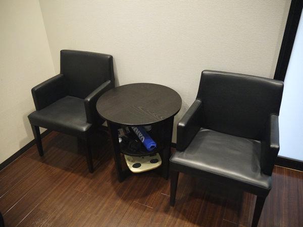 休憩用のイスとテーブル