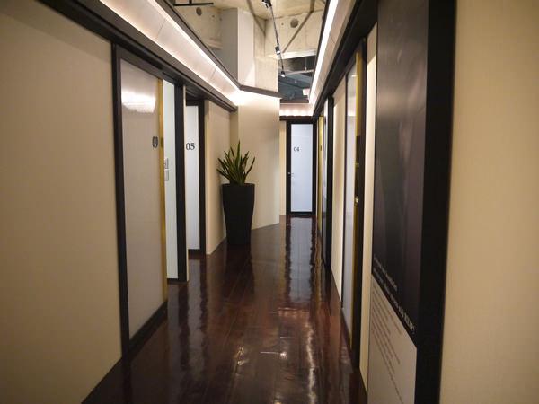 店舗内の廊下