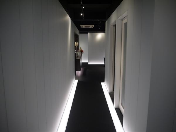 店内の廊下の様子1