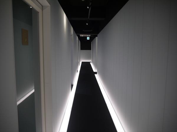 店内の廊下の様子2