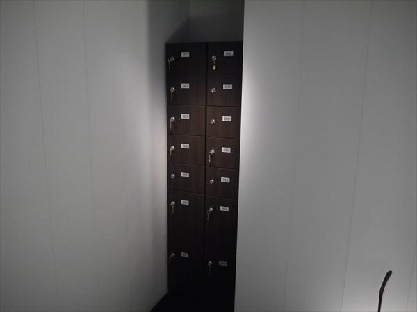 鍵付きのシューズボックス