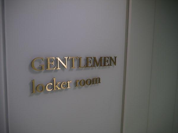 男性用ロッカールームの扉