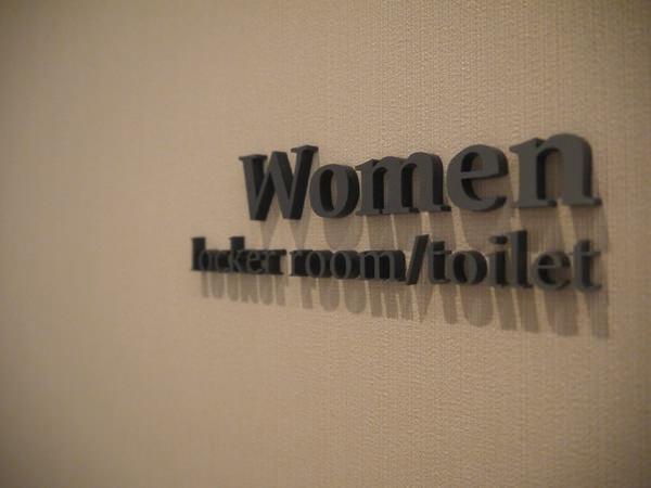 女性用のロッカールーム