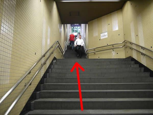 幅が狭い階段