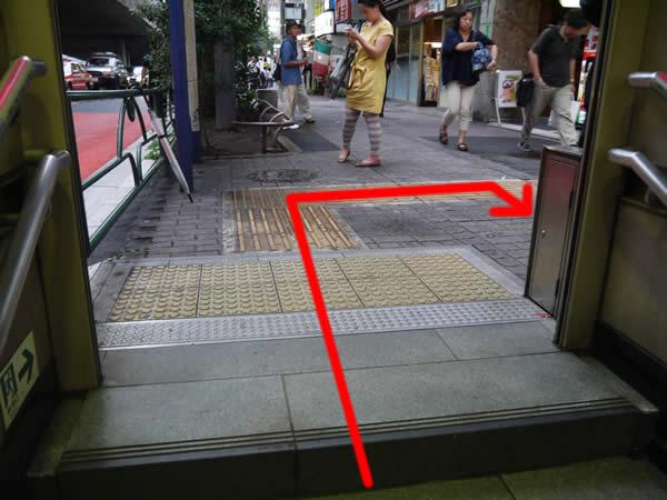5番出口階段付近