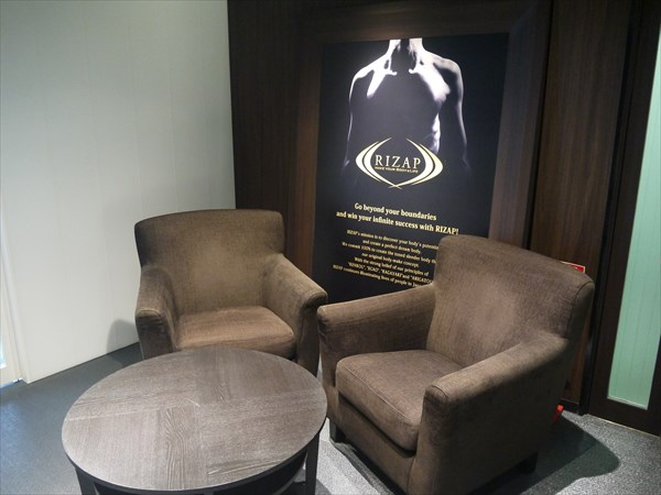 ライザップ仙台店5Fにあるソファとイス