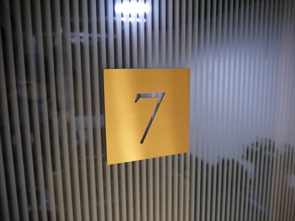 セッションルームの扉