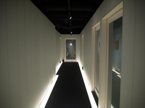 千葉店の廊下その1