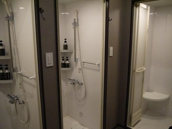 シャワールームは3基