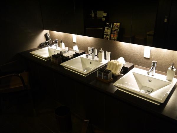 男性用の洗面台