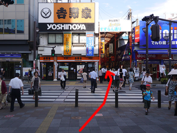 東口(北)前の横断歩道
