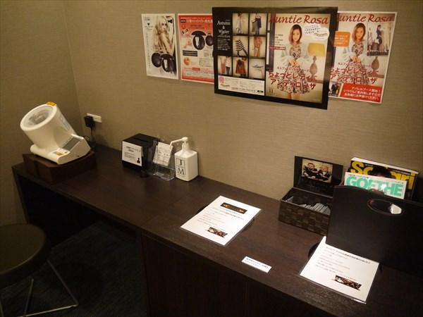 血圧計や雑誌類など