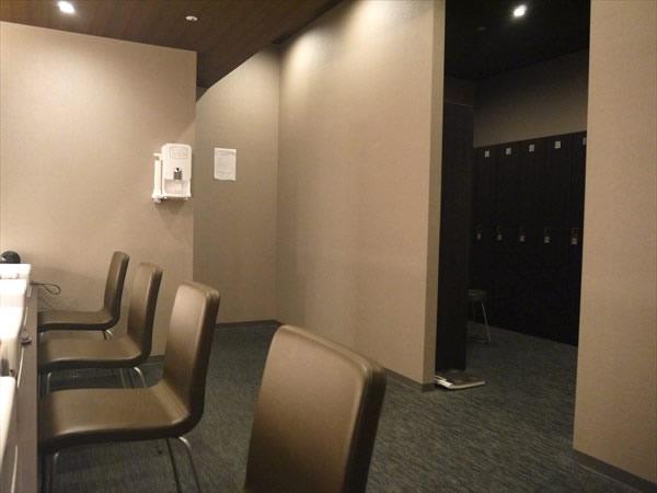 ライザップ札幌店のロッカールーム内の様子