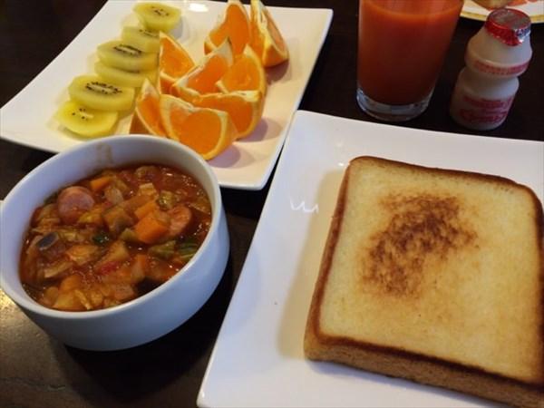 4日目の朝食のミネストローネ