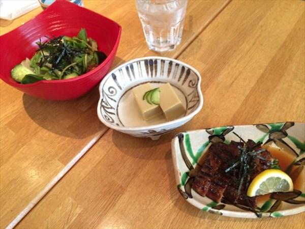 うざく、カニみそ豆腐、野菜サラダ