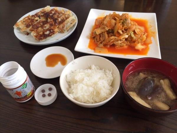 23日目の昼食は餃子と豚キムチ